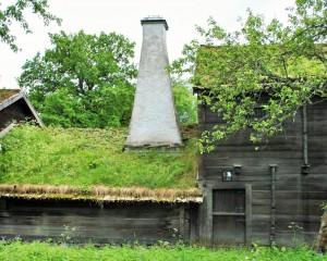 Timmerhus-torvtak-Tidigare, skapades ventilationen huvudsakligen genom skorstenen.