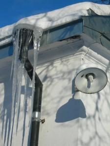 rör vinter fasad puts